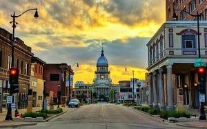 Illinois State Capitol at sunset e1622605057960